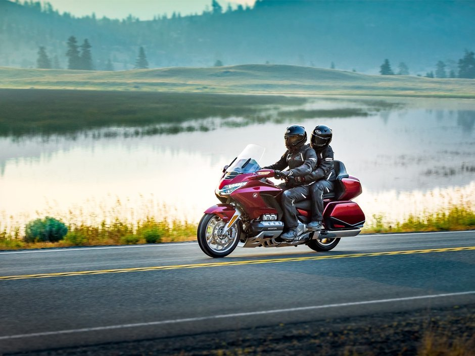 Honda GL1800 Gold Wing Tour 2020 action 2
